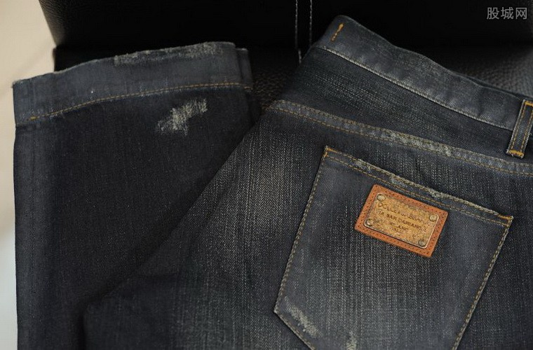 奥裤子质量问题裤裆裂开 销售员 你要保养它