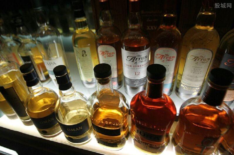 负鼠偷喝掉威士忌醉倒威士忌酒多少钱一瓶