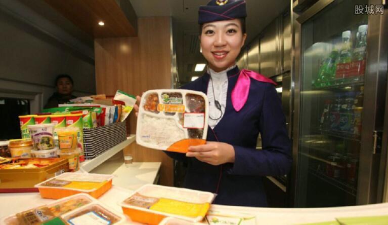 空姐吃多份飞机餐