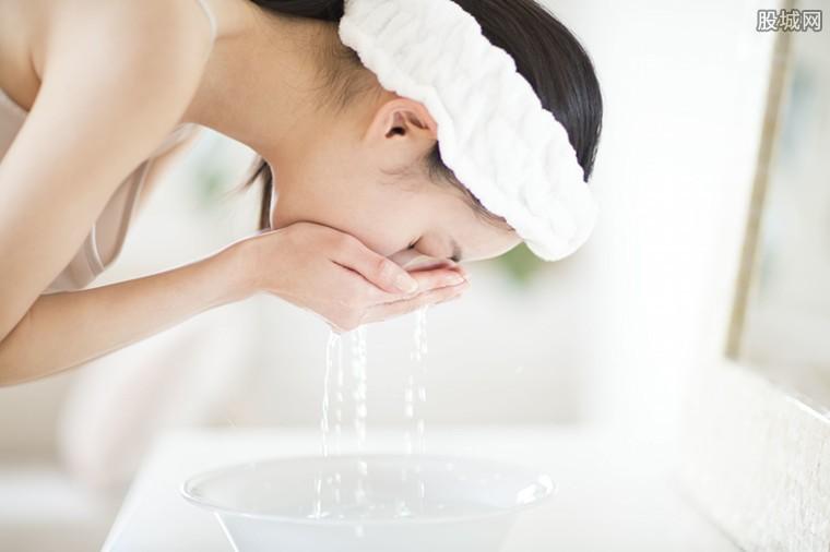 林允自曝肥皂洗脸
