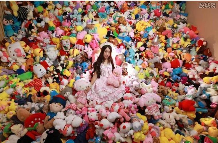 花4万抓7千娃娃堆满房间