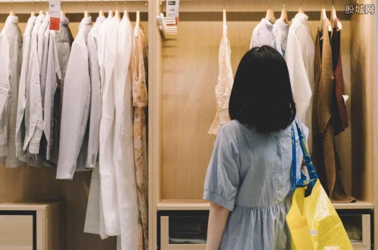女子偷衣服补差价