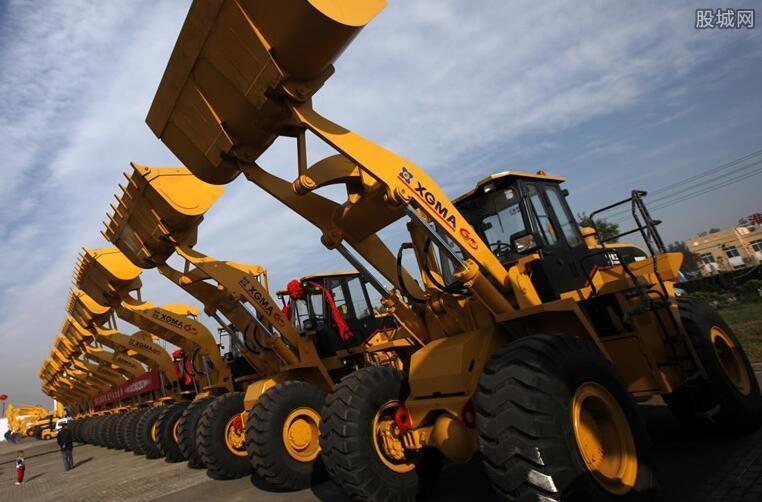 挖掘机7个月超13万台