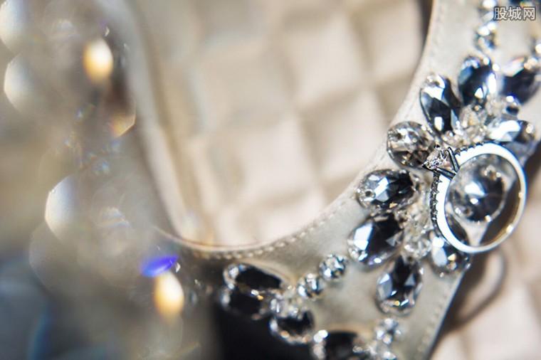 钻石高跟鞋价值上亿元