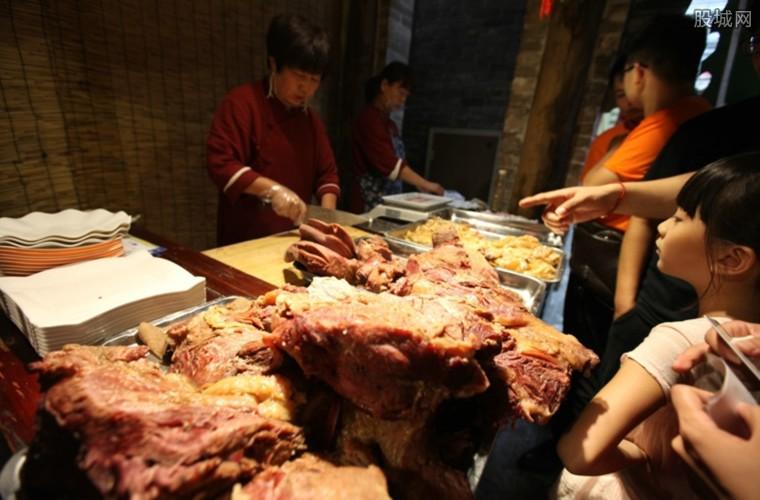 不良商家挂驴腿卖猪肉