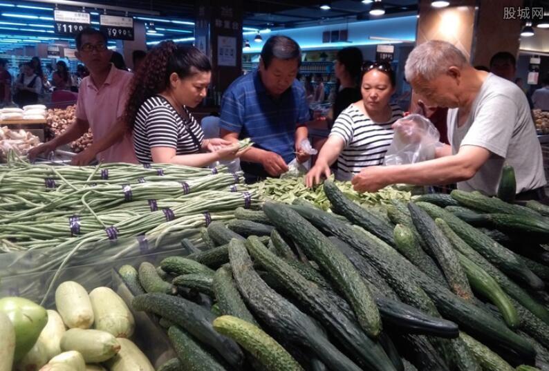 """蔬菜价格""""连涨七周"""" 临近春节为何菜价会上涨?"""