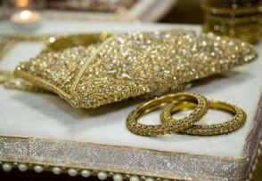 宝石戒指当街急卖 价值7千元金手镯被骗走
