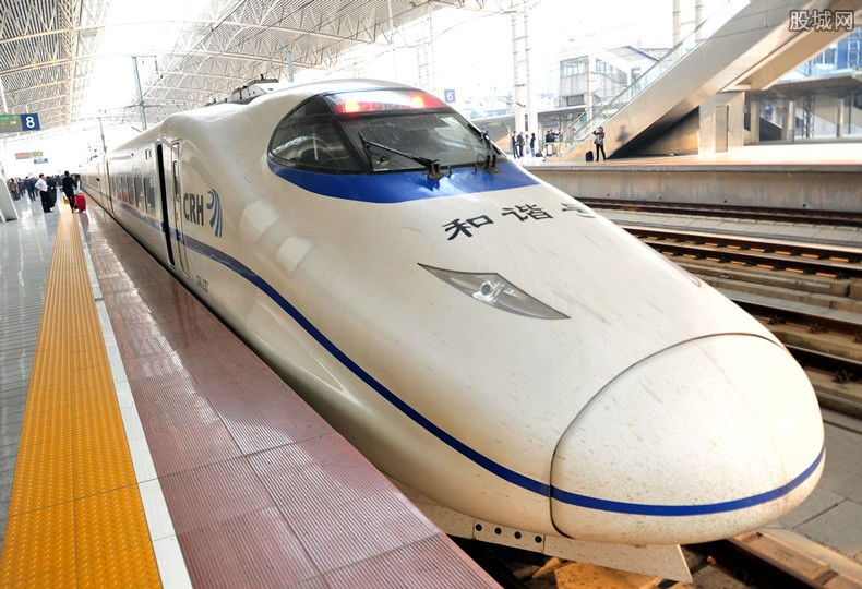 京张高铁轨道贯通 自动驾驶系统时速达350公里