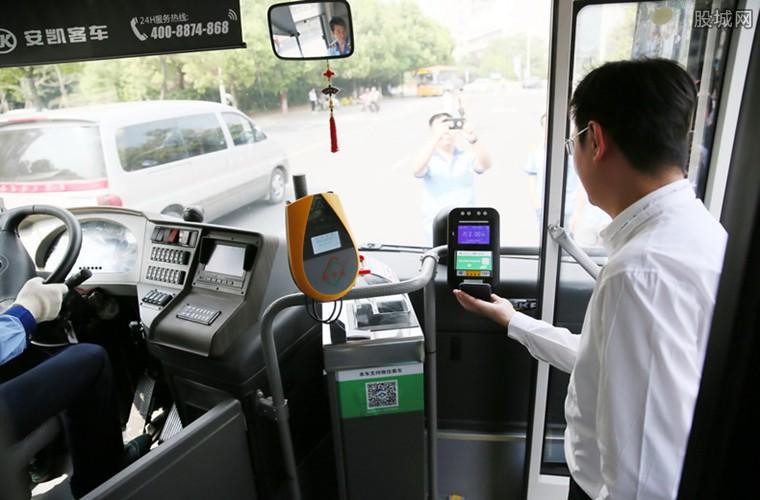 中国式生活可扫码乘车