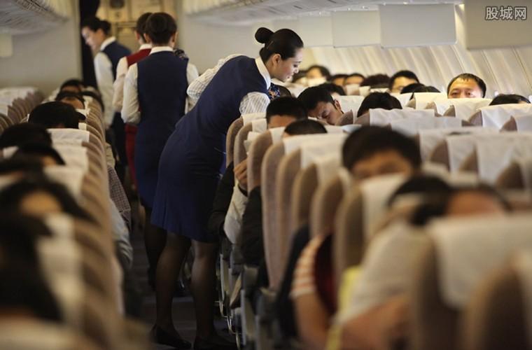 女子乘飞机睡着被遗忘