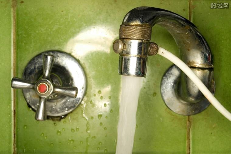 小区水管漏水欠水费