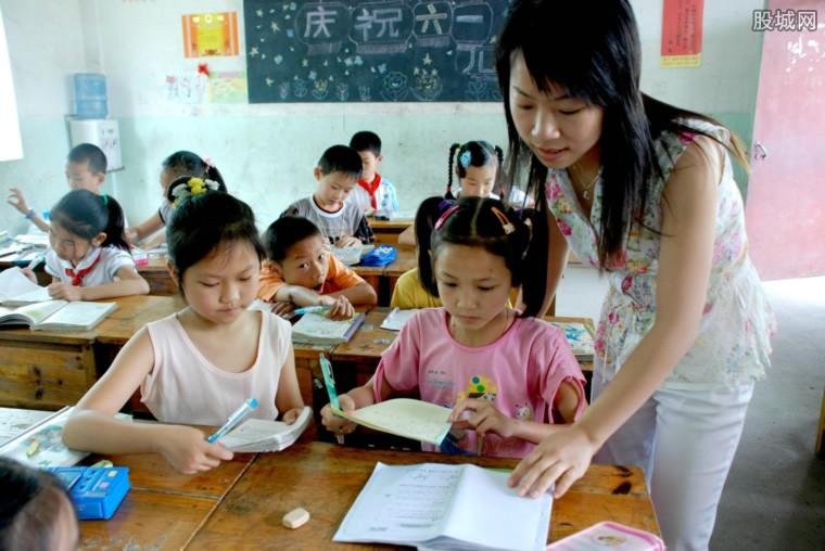 深圳近30万年薪聘老师 教师年收入有多高?