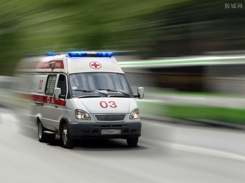 救護車接機事件處理 救護車當成購物車引起網友爭議