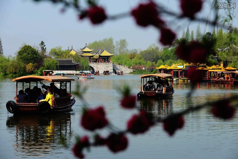 杭州西湖今起开放 将会进行实时游客量控制