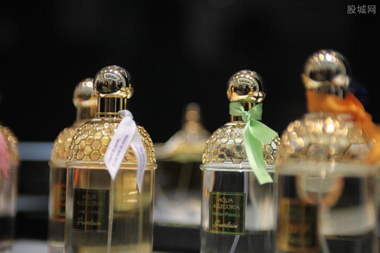 用香水当消毒剂 致使其需求大增被抢购一空