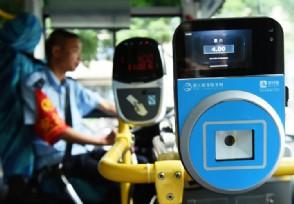 扫二维码乘公交车 北京6个区已试点扫码乘坐公交车