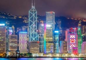 香港疫情重挫旅游业近千辆旅游巴停放数月