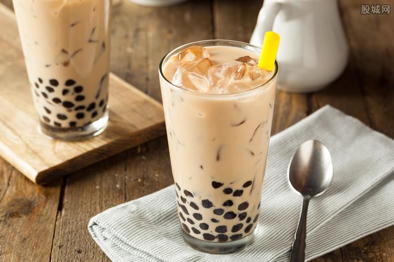 秋天第一杯奶茶是什么梗