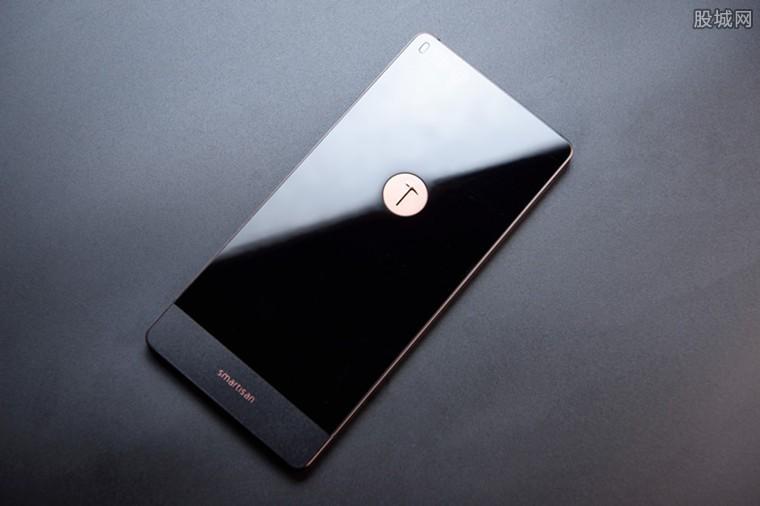 坚果5G手机海报 采用1.08亿像素摄像头
