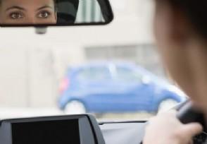 英国将全面禁止开车用手机 违者将会遭到处罚