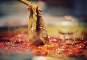 火锅店回收汤底熬制老油变新油为降低成本