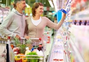 超市回应脚踩冷冻鱼虾对产品全数下架销毁处理