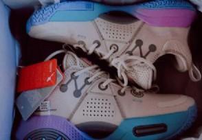 """李宁公司回应""""天价鞋""""希望消费者能够理智消费"""