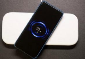 小米多线圈无线充电 支持放置3个设备同时充电
